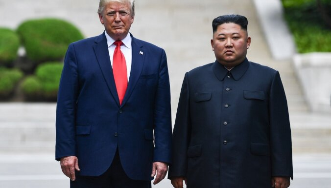 Tramps demilitarizētajā zonā tiekas ar Kimu