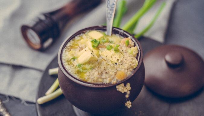 Bukstiņputra jeb miežu putraimu biezputra ar kartupeļiem