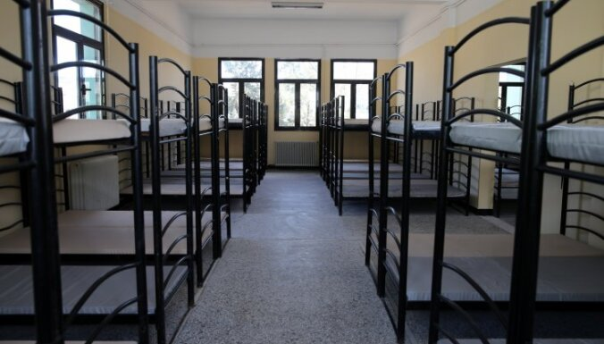 Grieķijā gatavi četri no pieciem jaunajiem migrantu reģistrācijas centriem