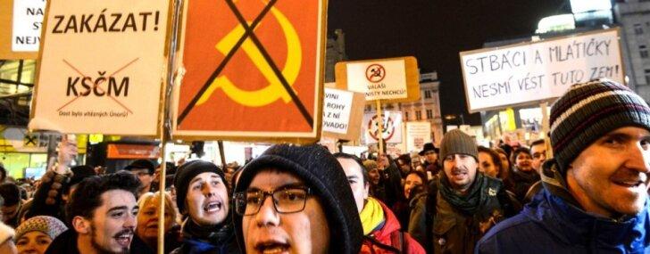 Foto: Tūkstošiem čehu protestē pret komunistu atgriešanos varas orgānos