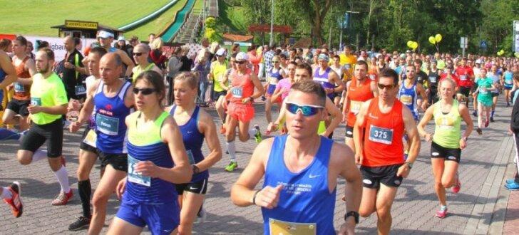 Foto: Ventspils maratonā uzvar Renārs Roze un Lelde Neimande