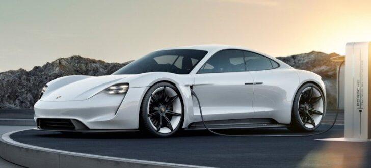 'Porsche' pirmo sērijveida elektromobili sauks 'Taycan'