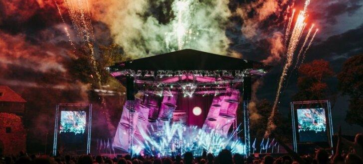 'Instrumenti' ar vērienīgu šovu pieskandina Siguldas pilsdrupas