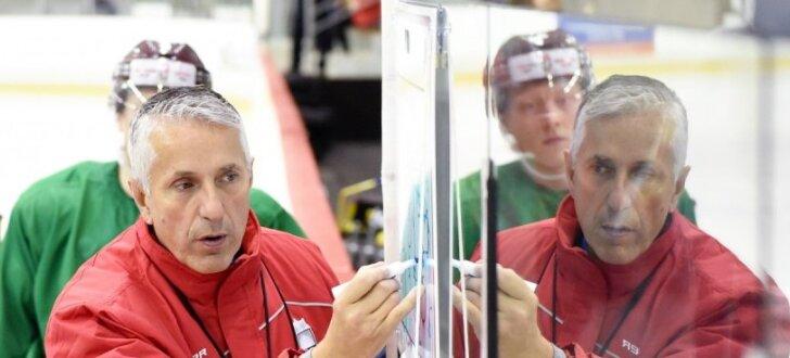 Foto: Hārtlijs sāk trenēt Latvijas hokeja izlasi