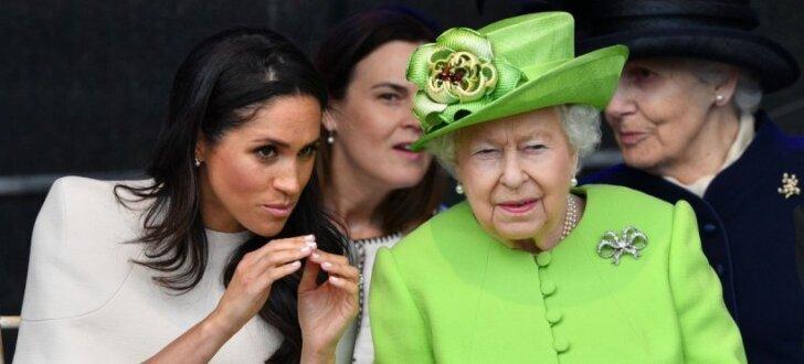 ФОТО: Королева Елизавета II и Меган Маркл впервые вышли в свет вместе