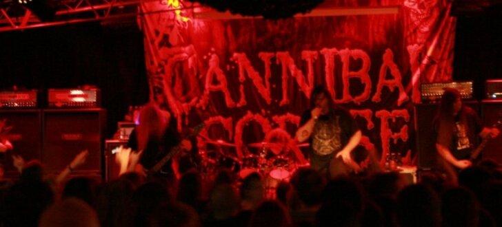 Foto: Rīgā plosās metālmūzikas vecmeistari 'Cannibal Corpse'