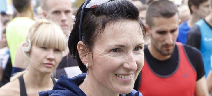 """ФОТО: В центре Риги сотни участников собрали массовые забеги """"We Run Riga"""""""