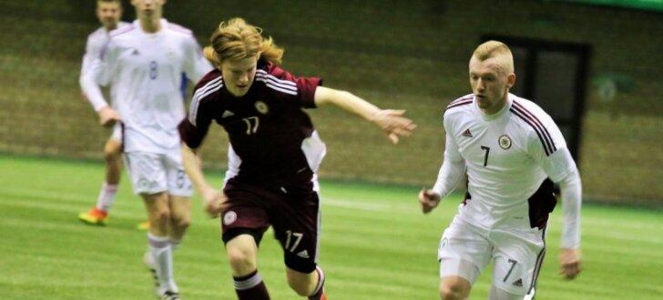Foto: Latvijas U-21 futbolisti interesantā formātā aizvada treniņspēli