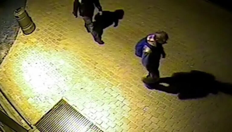 Valmieras policija meklē divus huligānus