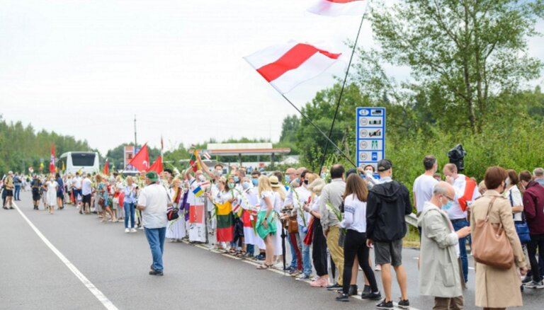 """ФОТО, ВИДЕО. """"Путь свободы"""": цепь солидарности выстроилась от Вильнюса до границы с Беларусью"""