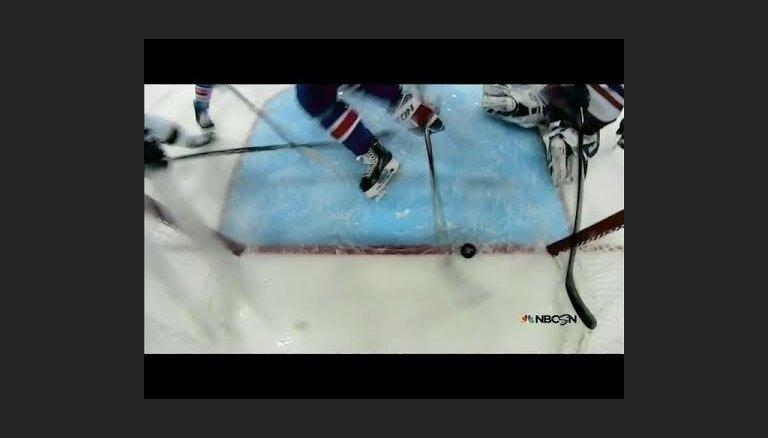 Video: Stenlija kausa finālā ripa divas reizes apstājas uz vārtu līnijas
