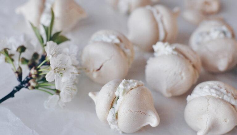 10 ļoti kārdinoši deserti, kuros svarīgākā sastāvdaļa ir olu baltumi