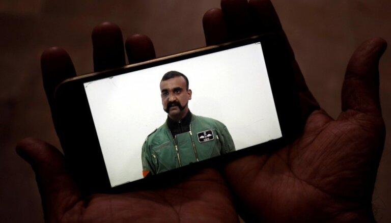 Pakistāna atbrīvo sagūstīto Indijas pilotu