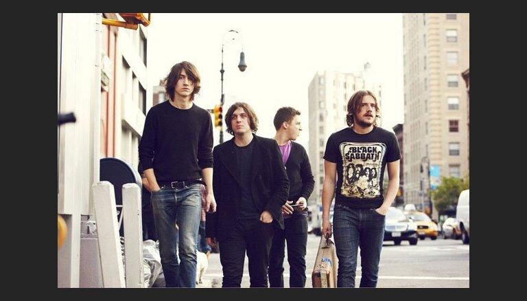 Arctic Monkeys продолжают покорять музыкальные премии