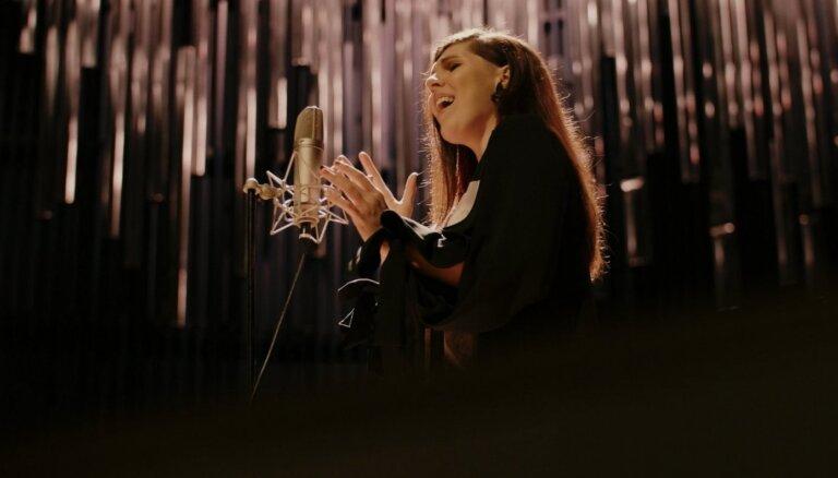 Noklausies! Zigmara Liepiņa dziesma 'Ķiršu lietus' ieskaņota jaunā versijā