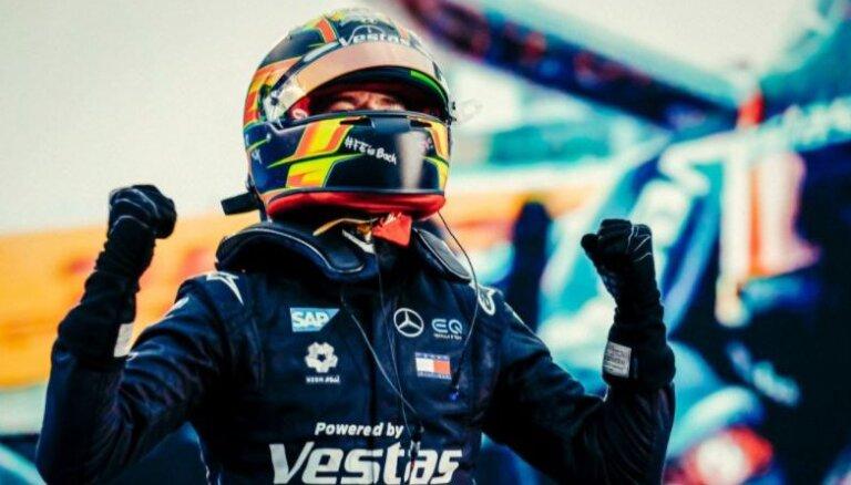 Ar 'Mercedes' dubultuzvaru noslēdzas 'Formula E' sezona