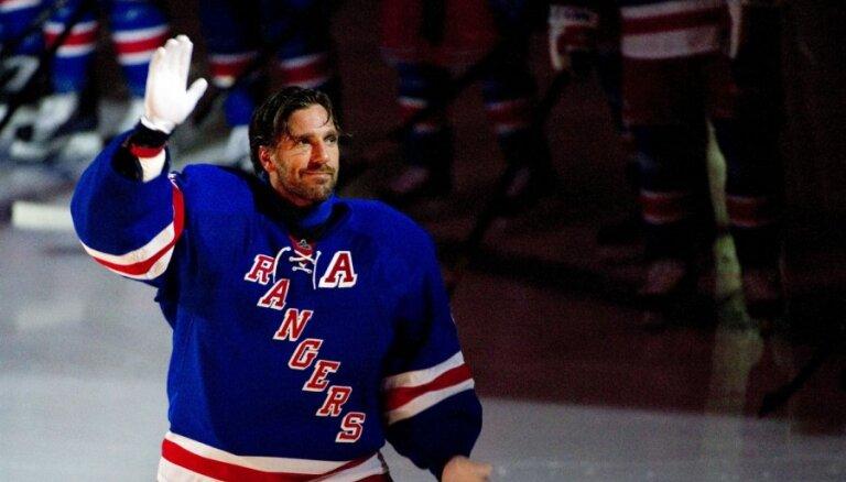 Pieredzējušais vārtsargs Lundkvists sirds problēmu dēļ izlaidīs visu nākamo NHL sezonu