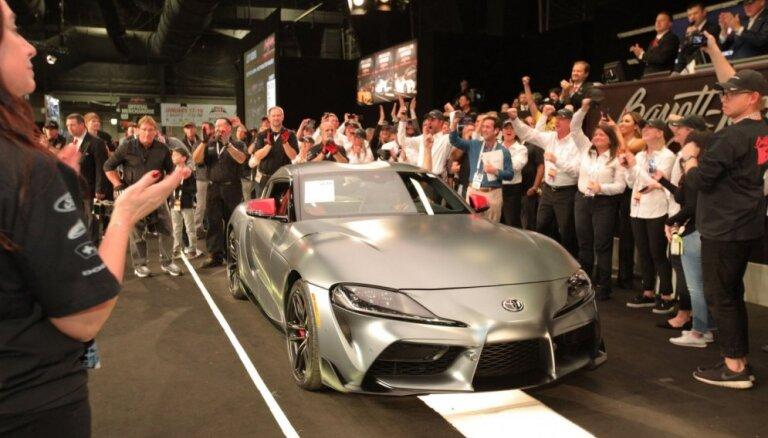 Pirmais 'Toyota GR Supra' eksemplārs izsolīts ar 2,1 miljonu dolāru