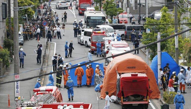 Japānā uzbrukumā sadurti 19 cilvēki, no kuriem divi miruši