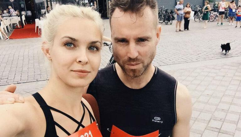 Mīļotā Dimitrija atbalstīta, Jeļena Ušakova noskrien desmit kilometrus