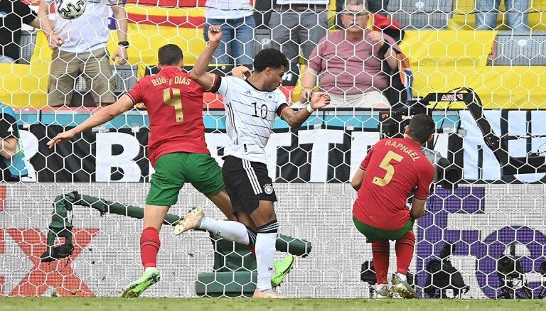 Vācija izmanto iespējas un negaidīti droši pieveic Portugāli