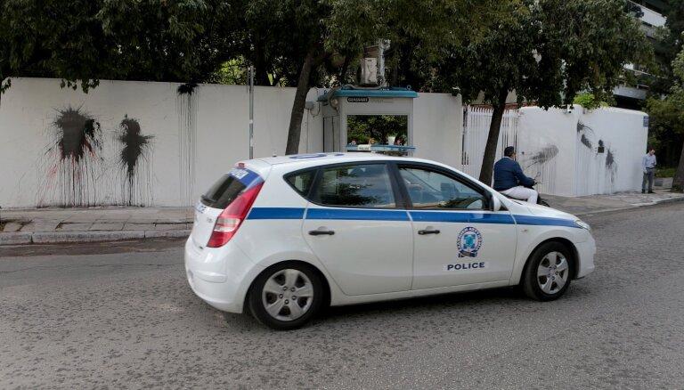 Anarhisti Grieķijā apķēpājuši ASV vēstnieka rezidenci