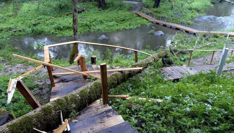Vētrā smagi cietusi tūristu iecienītā 'Baskāju taka'; ap 20 tūkstošu eiro zaudējumi