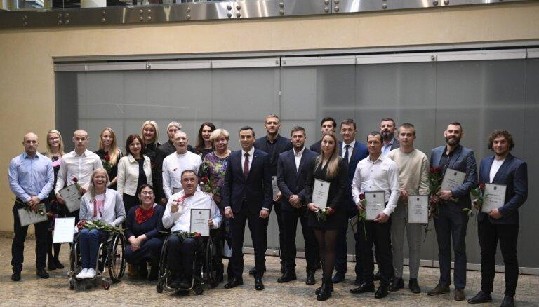 Foto: Staķis apbalvo Rīgas labākos sportistus, olimpiešus un paralimpiešus
