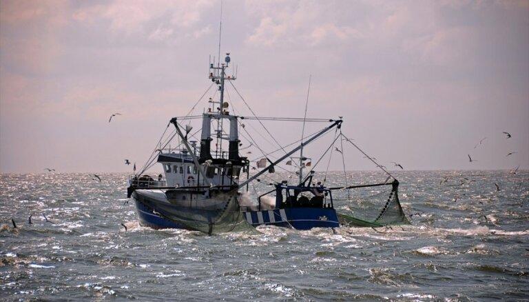 Dienvidkorejas flote raida brīdinājuma šāvienus pa Ziemeļkorejas zvejas laivām