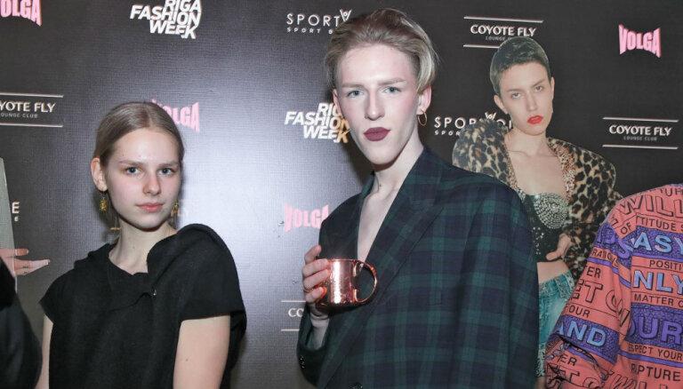 Foto: Stilīgākie rīdzinieki svin un līksmo modeļu ballītē