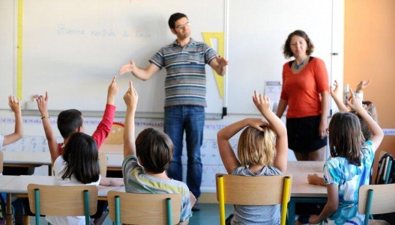 Eksperti: ārvalstīs dzīvojošo bērnu iekļaušana Latvijas skolās ir iespējama