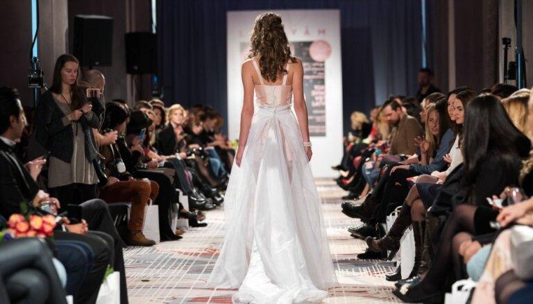 Elegance un šiks – modernākie kāzu tērpi vērienīgajā līgavu modes šovā