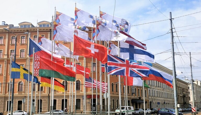 Власти Риги заменили государственный флаг России на символику ОКР