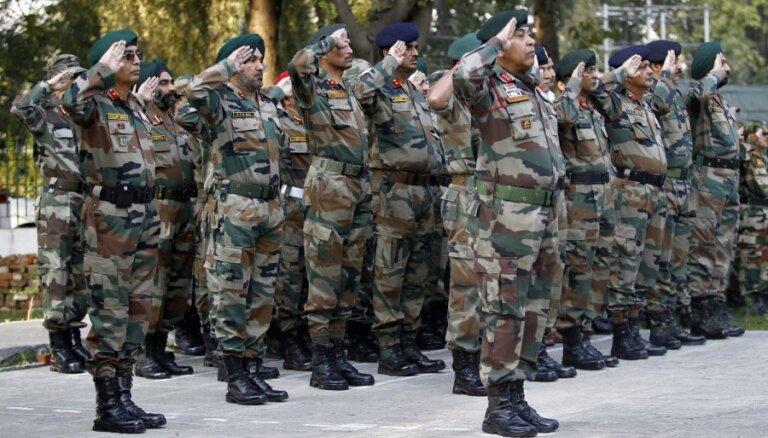 Indija uz Kašmīru nosūta vēl 10 000 karavīru