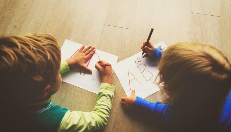 Bērns apgūst svešvalodu – kā vieglāk to paveikt konkrētos vecumposmos