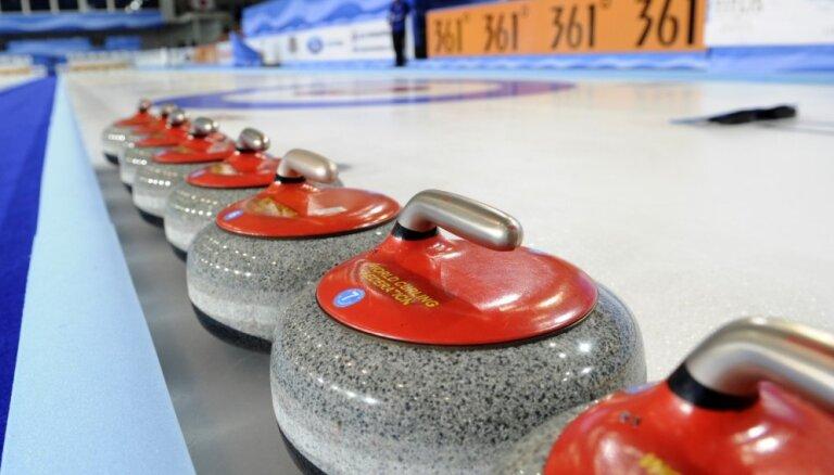 Latvijas sieviešu kērlinga izlase pasaules čempionātā sīvā cīņā piekāpās titulētajai Kanādai