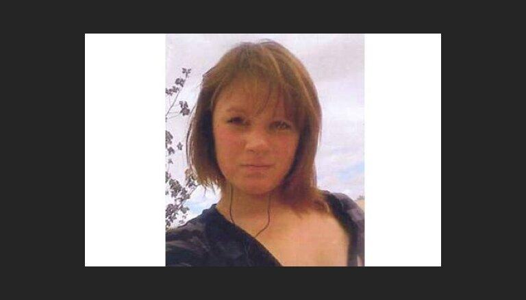 Lielbritānijā nogalinātās Alisas vecmāmiņa lūdz iedzīvotājus palīdzēt slepkavības izmeklēšanā