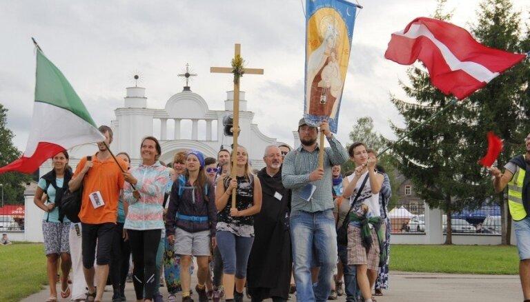 На мессу папы римского в Аглоне зарегистрировалось почти 32 тысячи человек