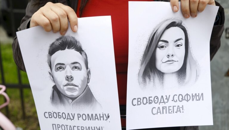 Protaseviča draudzenes tēvs lūdz Lukašenko apžēlot meitu