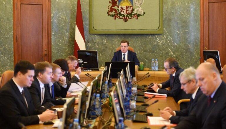 Избранные в парламент министры пока будут работать и в Сейме, и в правительстве