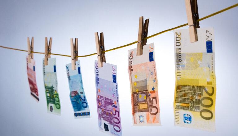 Обычно в Латвию за год ввозят 400 млн евро наличными; во время ЧС поток прекратился