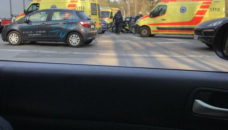 Foto: Mežciemā notikusi divu auto sadursme; pieci cietušie