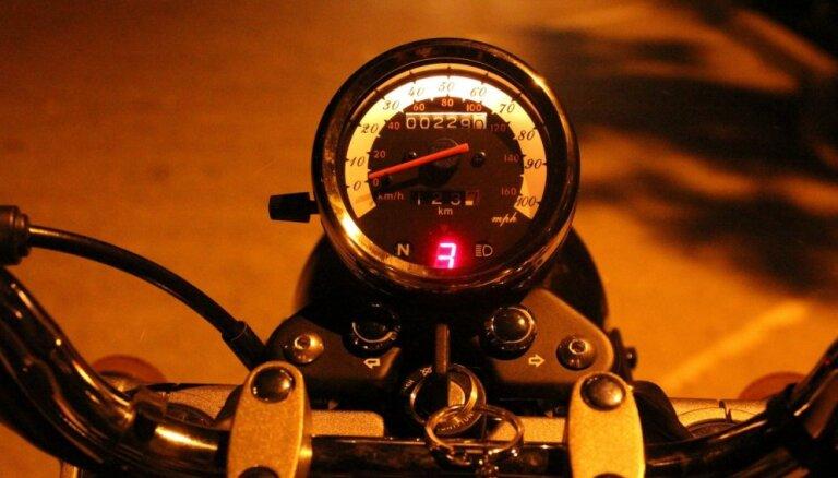 Мотоциклам и мопедам могут разрешить езду по полосам общественного транспорта