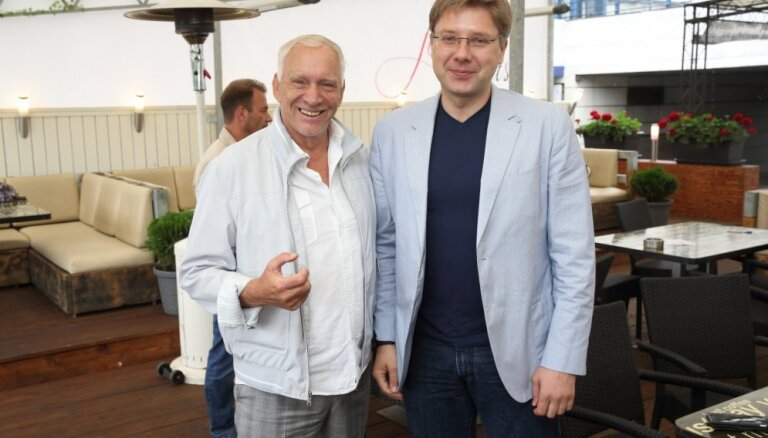Foto: Latvijas varenie svētkos tikās pie zoles galda