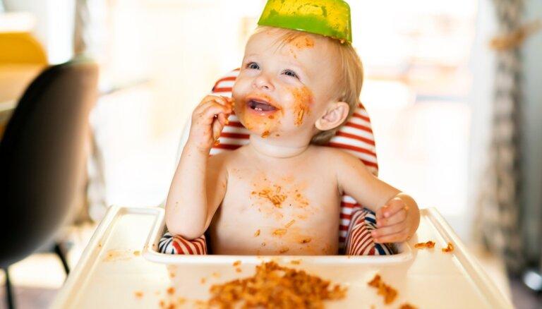 Cukuroti našķi un neļaušana ēst pašam: kļūdas, ko vecāki pieļauj, barojot mazuļus