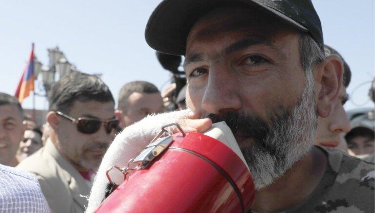 Лидер армянской оппозиции Пашинян избран премьер-министром