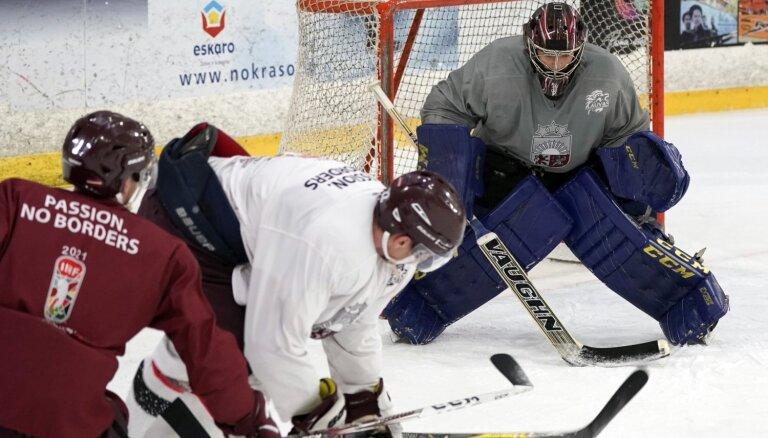 Latvijas izlases treniņā piedalās seši hokejisti; PČ tiek pieteikts Merzļikins