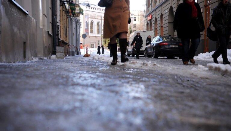 Rīgas centra slideno ielu dēļ atbildīgā pašvaldības darbiniece var zaudēt amatu