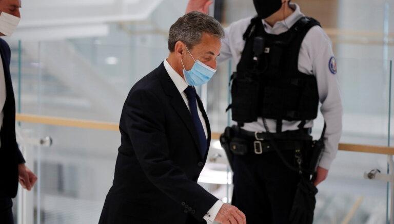 Francijas eksprezidents Sarkozī notiesāts par korupciju