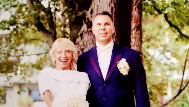 Olga Rajecka piektajā kāzu jubilejā publisko romantisku foto